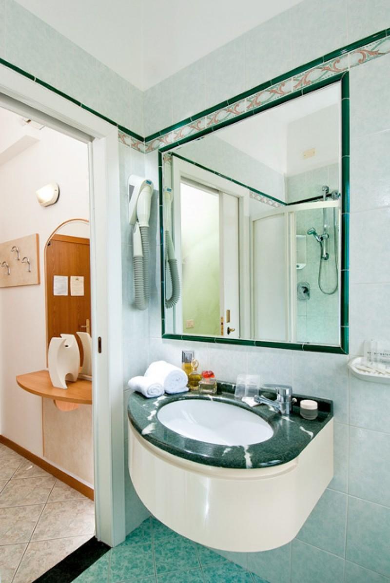 zimmer mit meeresblick hotel direkt am meer mit gro en. Black Bedroom Furniture Sets. Home Design Ideas